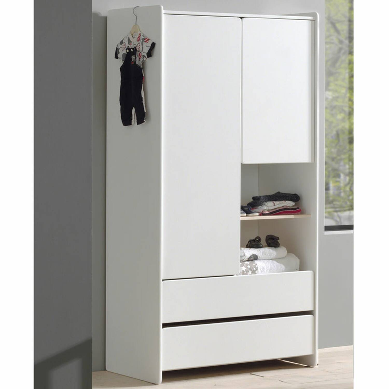 Blickfang Jugendzimmer Kleiderschrank Foto Von